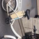 電動自転車と専用のバッテリー充電器