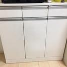 薄型の食器棚