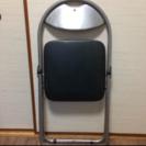 パイプ椅子(全部で三脚あります)