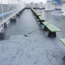 屋上の防水工事、材料運び