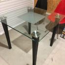 皮とガラスのダイニングテーブル