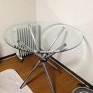 丸いガラステーブル