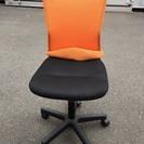 オレンジ色 事務椅子