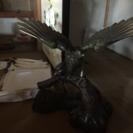 鉄の鷹の置物!