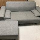 【ソファ】きれいなグレーのソファ。オットマン、クッション付き。