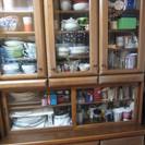 食器棚:引き取り希望:たくさん入るきれいで便利な食器棚です。