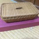 竹製のかご 蓋付き