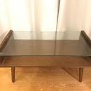 ガラス板と木のローテーブル