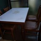 古いテーブルとイスです。先週まで使っていました。