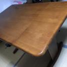 【差し上げます】折り畳んで長さが変えられるダイニングテーブル(中古)