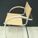 イタリア製だったかな?おしゃれなパイプと本革?の椅子です