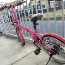 「商談中」ピンクの折りたたみ自転車