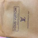LOUIS VUITTON の二つ折財布(黒)
