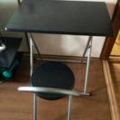 黒、折りたたみ机と椅子のセット