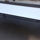 会議室テーブルと椅子