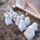 廃材で新居建築中です。土台用のコンクリートブロックやレンガ、大きめ...