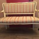 猫脚の豪華なソファ