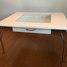 白いコレクションテーブル