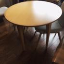 円形のテーブル