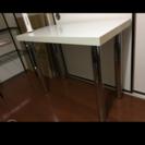 シンプルホワイトテーブル