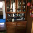 木目調の食器棚