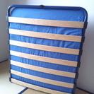 木製・折り畳みシングルベッド(イタリア製)