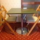 テーブルとイスのセット