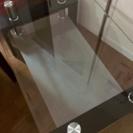 黒のガラステーブル