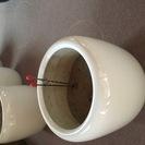 アンティークな白い火鉢