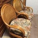 籐の椅子2つ