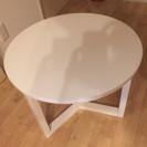 綺麗な白いテーブル
