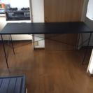 スチールと木のテーブル