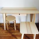 IKEAの机、椅子、サイドテール