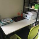 片袖机と椅子
