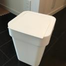 小さめのゴミ箱、無料で差し上げます。