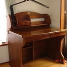 学習机と椅子とワゴンタイプの引き出し