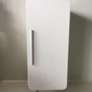 白色の木製戸棚