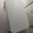 白いテーブル4台