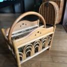 籐製のマガジンラック