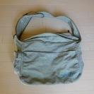 ベルメゾンのキャンバス生地の肩掛けバッグ