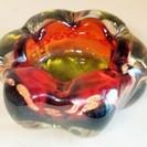 お花型 灰皿 重厚感のあるガラス製◆高級感もありインテリアにもぴったり