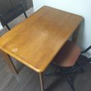 テーブルと椅子を(できれば)セットで。
