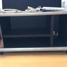 たこ足配線付きテレビ台