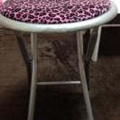 豹柄のパイプ椅子