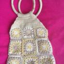 かぎ編みパッチワーク使用の夏らしいバッグです。