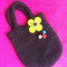 フェルト生地のほっこり可愛いバッグです。