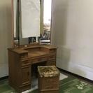 【無料です】 木製・三面鏡付の鏡台。引き出し豊富。座椅子付