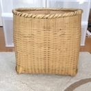 竹で編んだかご