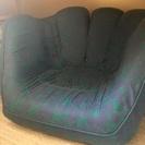 グローブ型の回転ソファー ブルーにグリーンの模様