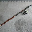 グラスファイバー製釣り竿。重り負荷25から30号、リールつき(ダイワ)